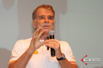 Bernardinho em palestra para um evento Shell no Paradise Golf. Foto de: Walter Martelo.